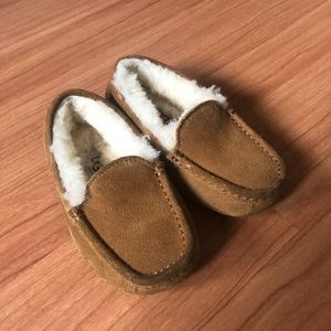 Ugg Kids Slippers Size 11